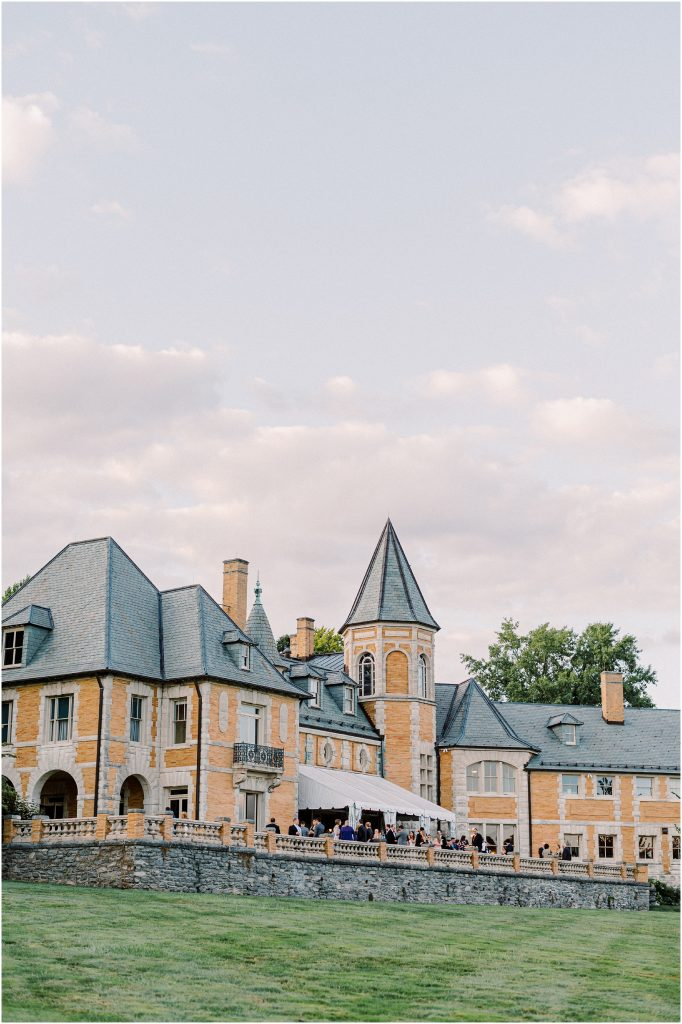 The mansion at Cairnwood Estate taken by Philadelphia Wedding Photographer Matt Genders